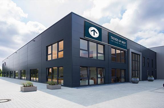 Gebäude mit Banner_1
